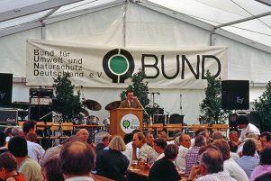 Claus-Peter Hutter eröffnet das Nahverkehrsforum