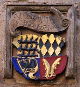 Wappen am Pfarrhaus-Portal