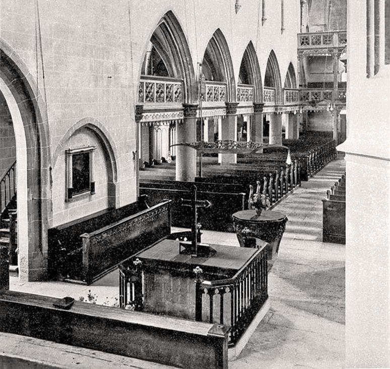 Altar und Emporen